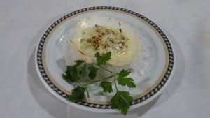 Vieira rellena de marisco y verduras